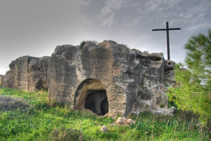 Cross_and_Tomb